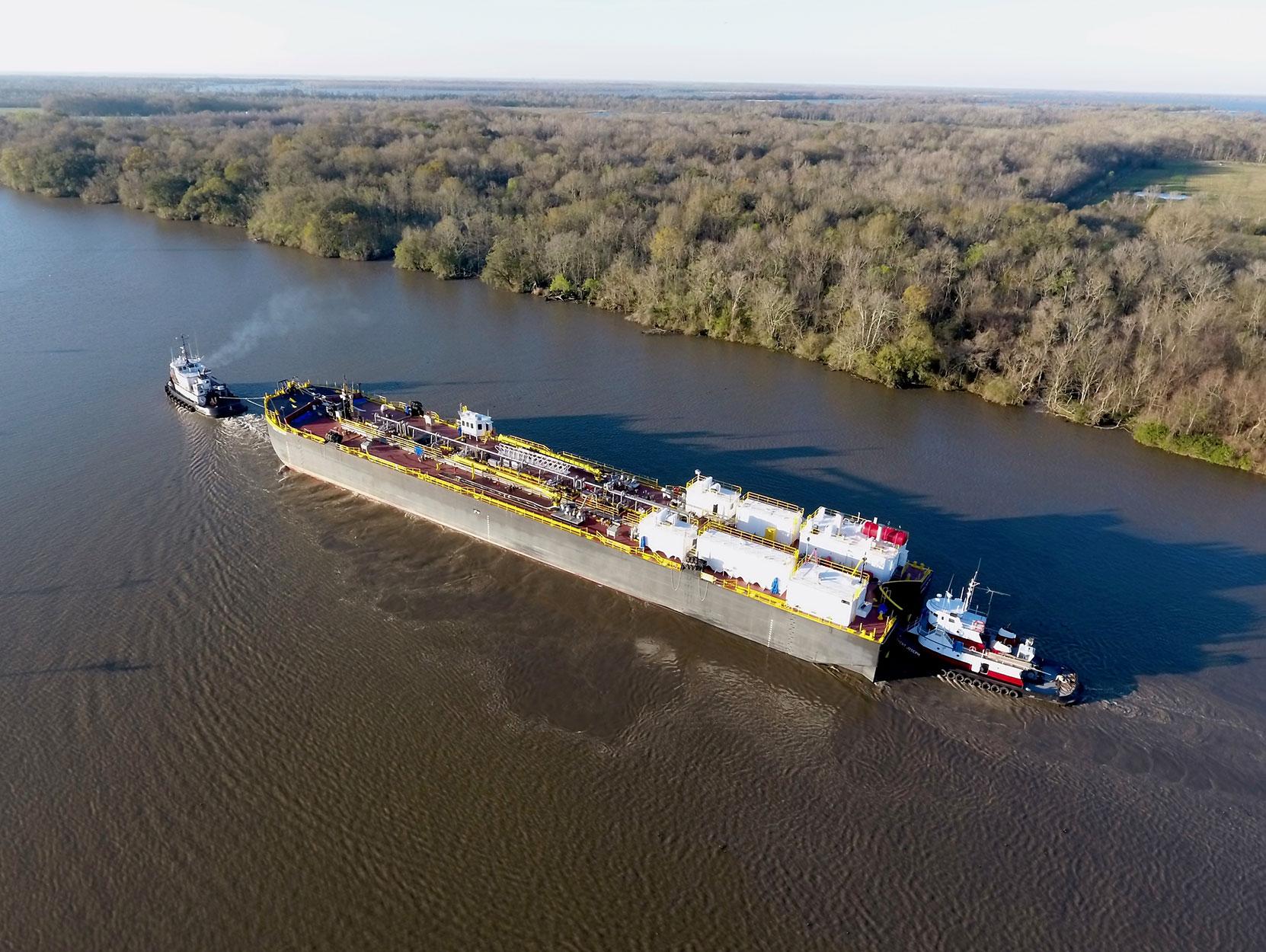 Double hull oil barge for asphalt transport